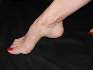 OMG! What beautiful feet and toes!