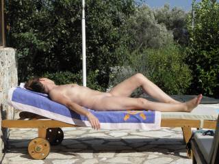 Love a nude suntan, managed it in UK last year, so my cock was brown, and my girlfriend too. You have a trim body, and have a lot of tanning to do- do you get your partner to oil you up?