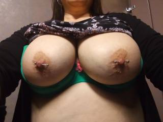 Girlfriend flashing her big titties.