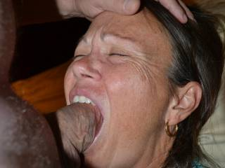 I love it when my lover shove their cocks down my throat the very moment they ar cumd and literally fill my throat with cum. Do you want to give me a throat pie?