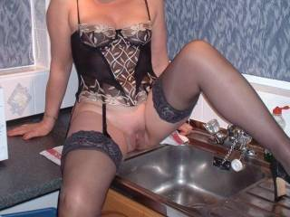 You must be the only women in the UK who loves to sit on the sink to wash the dishes  Anyway, you look fabulous up there.:-)