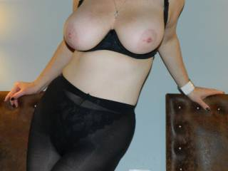 hotel flash of her great tits before going out for dinner with a huge hard cock