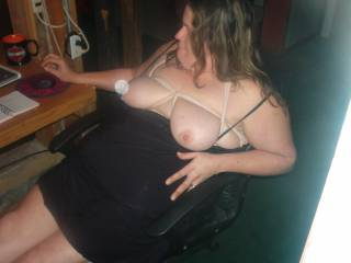 Great stuff.She deserves a thick load all over her tits I reckon.