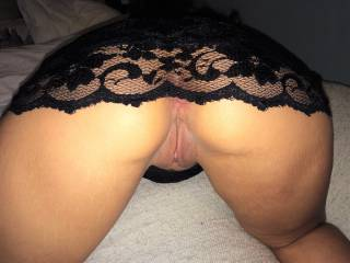 Such a Sexy women. Makes me hard n want to  cum allover that sexy Ass
