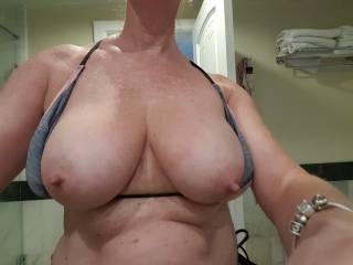 such an amazing set of big beautiful breasts, i want those puppies hanging in my face