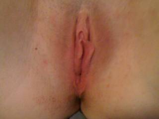 I'd love to eat her beautiful bald pussy mmm