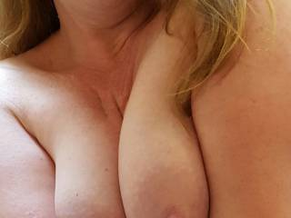 Anyone for some cleavage?  ���💋💋💋
