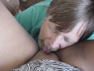 licking her pussy