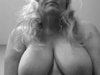 """Femme Sexuelle - Noir et Blanc Classique: """"Cum Target"""""""
