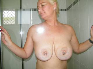 WOW WOW WOW...i so want to visit townsville an shower with you.....so hot !