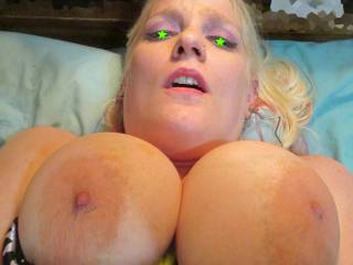 jus great darling, love your massive tits, the lovely vein tracery , very wide pink areola and nipples that need lots of sucking