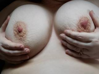 I can make her cum just sucking on those big nipples and massaging those beautiful titties