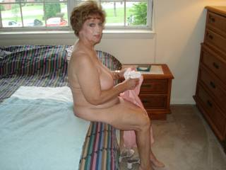 what a beautiful sexy lady.....would love to be the one giving you the afternoon delight :o)~