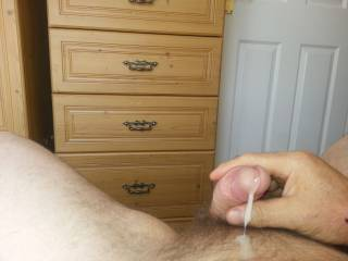 I would love to suck you off and have all your creamy cum filling my mouth mmmmmmm