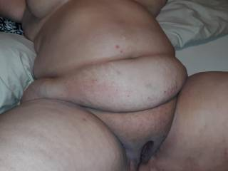 Love this hot sexy lady. Who wants to cum tribute her?