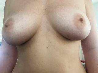 Tell her what you think of her wide hips and big tits