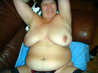 Love the way those big tits rest on that big sexy belly ....wow !