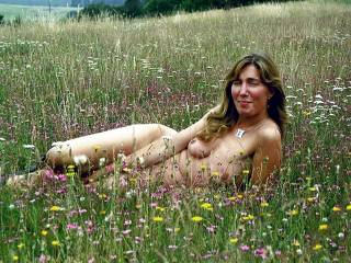 I love being naked outdoors and would to have been in the field with you