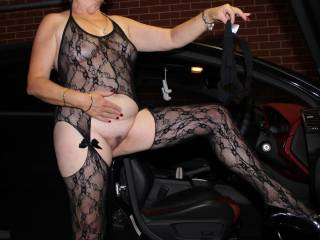 BLACK LINGERIE HOT PUSSY want to Squeezeit...