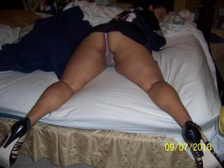 very nice thick ass. it looks like friends, Connie. I'd like to see your cock sliding in and out very much.