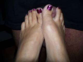 MMM wanna suck those pretty toes!!!