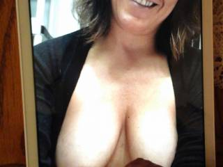 Love this woman with the gorgeous smile, great tits and lovely nipples. Happy birthday.