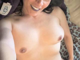 I think Melissa is the horniest when she gets up in the morning and is getting ready for work....here is just another selfie of showing her body to you Zoig\'ers!