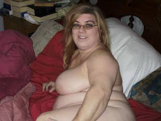 Beautiful woman. Love that pose. really shows off that tit and her lovely curves. Wish I was fucking her right now.