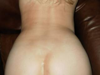 Fuck yeah! Love to splash my hot cum all over that sexy arse