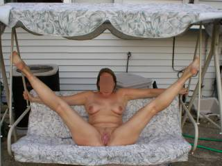 What an inviting pose. I'd love to eat your pussy and taste your cum before I slide my cock deep inside you.
