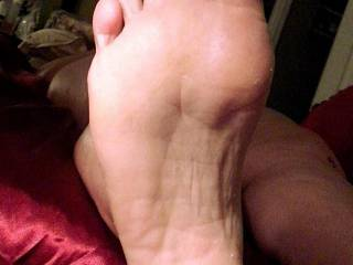Wife exposed feet.. She can build up quite a good scent between her toes