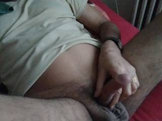 Wile Fealing Sexy Hot I am Geting ready to show of & have Fun With YOu my Cock lovers Baby let me know what you feel about