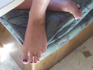Oh yes,wouild love to suck on your sexy toes!