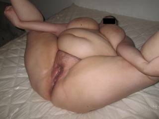 Mmmmmmmm can I bury my face in that big juicy fat pussy. I love it. I could spend hours and hours there.... so HOTT! !!!!!