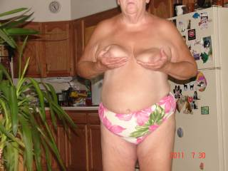 nice sexy body    love your big nipples