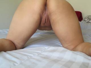 love the view of your beautiful ass and yummy pussy