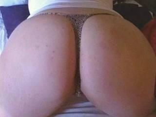 Our good friend Samantha has a peachy butt