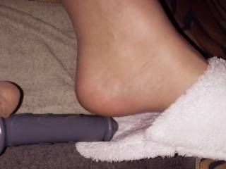 Fuck my dildo between my feet and soft slipper just before its go in me