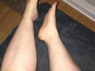 Worship my legs and kiss my feet.