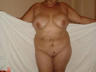 She is Grace a hot mature woman (61 years old). When I see her naked my dick gets very hard. Do you want to see Grace´s video? It leaves your comment.