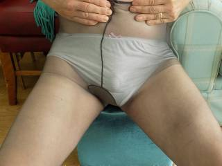 I don't find tights and knickers very sexy but somebody might like my pictuires