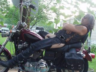 oh fuck yeah....a fantasy cum true.........i'd love to suck a REALman's cock while he sits on his bike........damn.....my cock is rock hard and i'm strokin