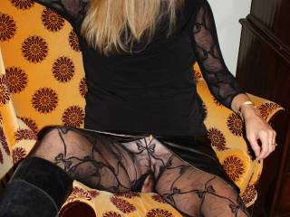 flashing is so sexy love to be teased. love hot blondes, you fit the description.