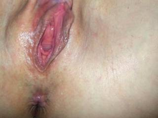 Love to suck on those juicy lips and tongue that hot asss