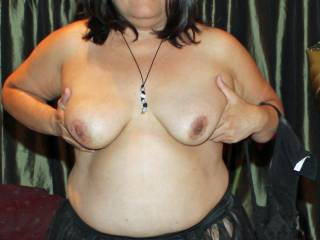 Very nice tits love to suck on them.