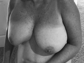 How would you rate my mature tits?  Would you give me one cock up!!!!