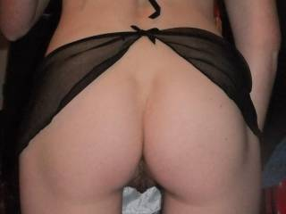 mmmm beautiful pert bottom and glimpse of that sexy pussy