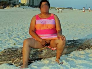 Rubbing my clit and pussy during a flash on a public beach while on vacation!