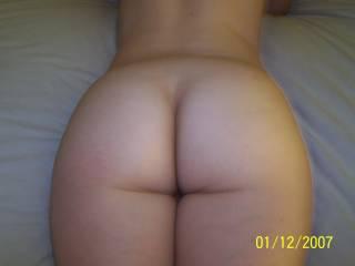 dam thats a great butt wow. sooo like to enjoy it dam fine
