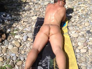 Would so love to rub sun oil all over your naked body on this lovely beach